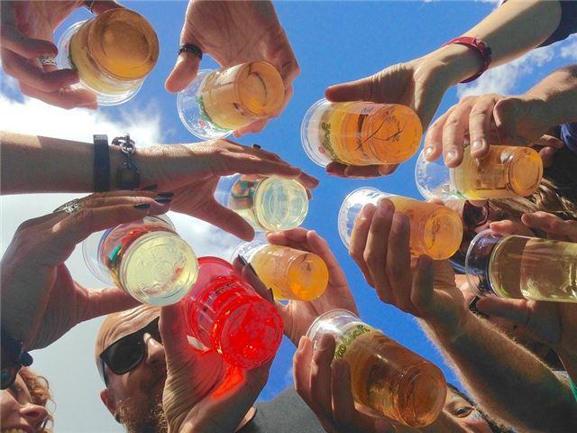 梦见和朋友一起喝酒预示着什么?心理学如何去解喝酒的梦?