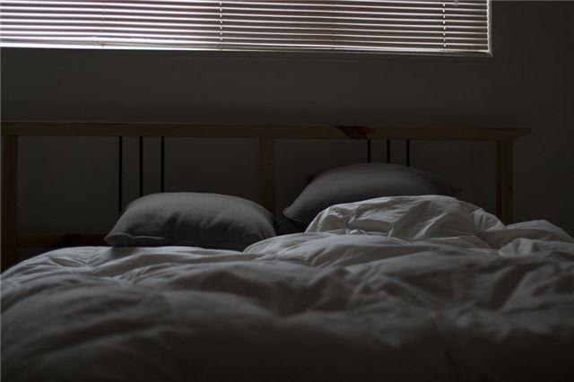 两个人做梦都梦到了有人进卧室是怎么回事?