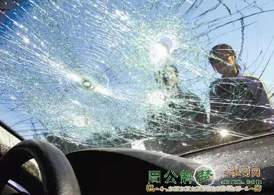 梦见汽车玻璃碎掉