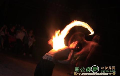 <a href='http://www.zzrzz.com/jiemeng/kongbulei/4039.htm' target='_blank'>梦见大火</a>烧身是什么意思